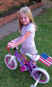 4th of July Kids Crafts to Decorate Your Bikes! #gluenglitter